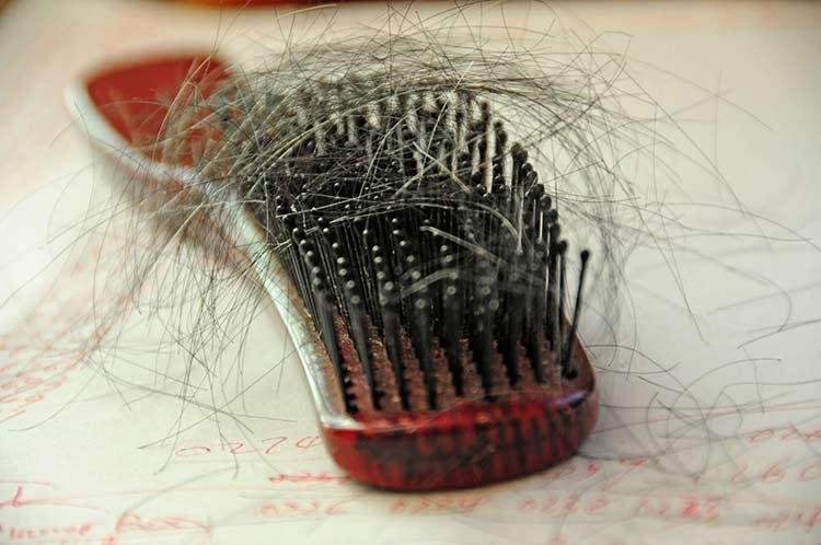 A hajhullás 10 leggyakoribb oka és megoldásuk
